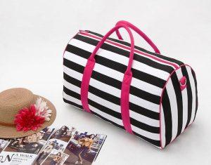 """Женские сумки спортивного стиля можно применить для длительной поездки, выбирая большой """"дорожный"""" размер"""