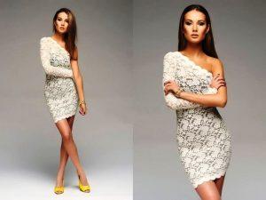 Податливое свойство стрейча поможет скрыть внутренние швы на платье, становясь на сторону красоты и эстетики