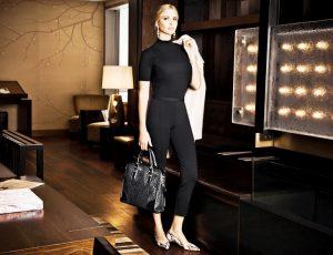 Сумочки, маленькие кейсы или клатчи - неотъемлемая часть модного лука, дорогие кожаные изделия указывают на серьезный статус своей обладательницы
