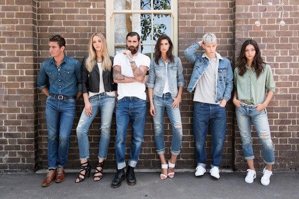 джинсы в спортивном стиле