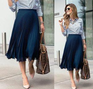 Для делового стиля подойдет модель плиссированной юбки синего цвета