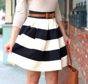 Современные юбки-колокола шьют из ткани с достаточной плотностью, чтобы сохранить форму и силуэт