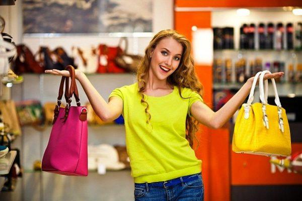 В новом сезоне будут модными сумки самых разных и ярких оттенков