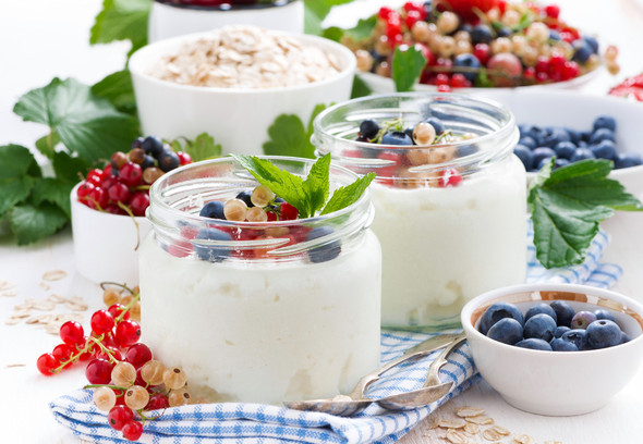 Домашний йогурт очень вкусный, приготовленный только из натуральных продуктов без красителя и самое главное он вкусней и уж точно полезнее, чем в магазине, что бывает очень редко!