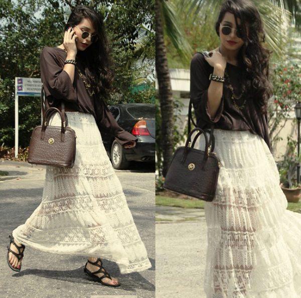 Белая длинная юбка отлично вписывается в повседневный образ