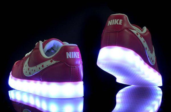 светящиеся кроссовки Nike