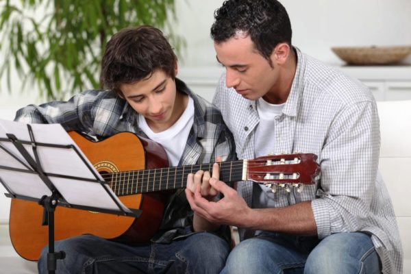 Очень важно в пубертатном периоде разделять с подростком его интересы и увлечения