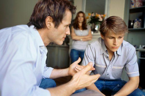 В период взросления мальчик может стать неуправляемым, этому способствуют гормональные всплески и интенсивное развитие организма, родители должны быть готовы к этому и поддерживать подростка, именно в этом возрасте может определиться дальнейший жизненный путь подростка