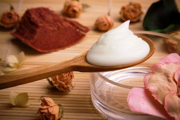 Крем-масло «Зимнее» на основе миндального масла, прекрасно увлажнит кожу, напитает её и защитит