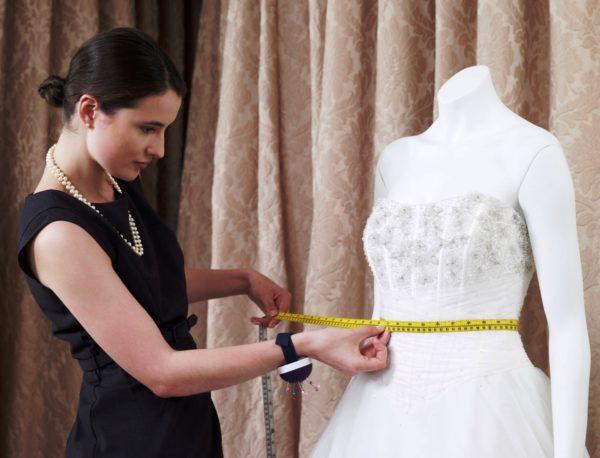 Пошив свадебного платья можно доверить только надежному специалисту