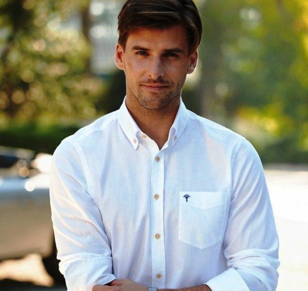 Как это ни странно, наличие или отсутствие карманов, а также их размер, отделка, форма и функциональность тоже определяют стиль мужской рубашки