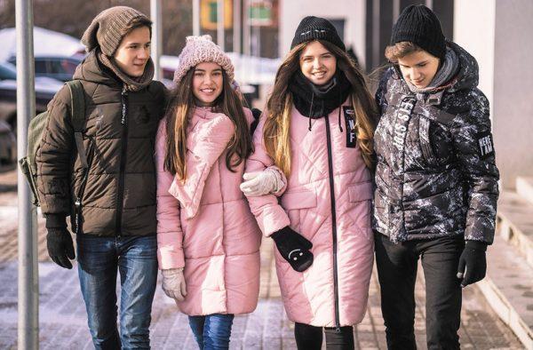 Куртки пуховики для подростков отличаются яркими расцветками и оригинальным дизайном