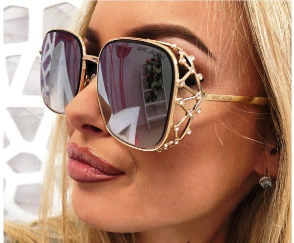 В солнцезащитных очках от Marc By Marc Jacobs вы не останетесь незамеченной