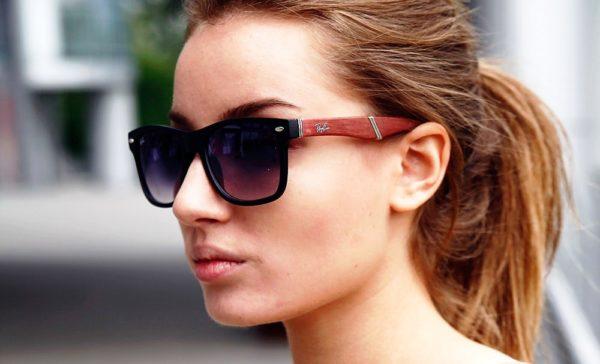 Прямоугольные очки зрительно вытягивают лицо