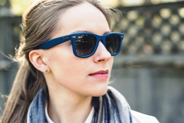 Одним из неоспоримых достоинств вайфареров является их универсальность – они подходят разным типам лица, дополняют образы в разных стилях, к тому же их смело можно назвать очками «унисекс»