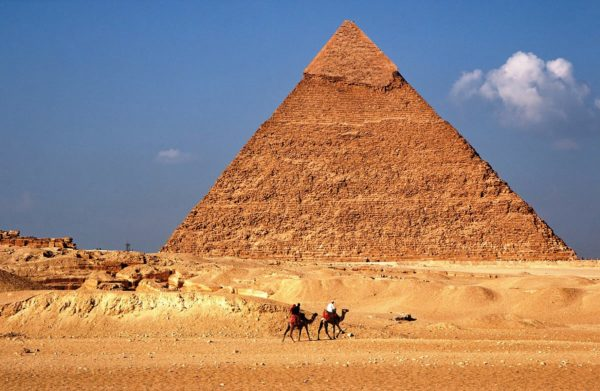 Пирамида Хефрена - вторая из комплекса трех пирамил Гизы