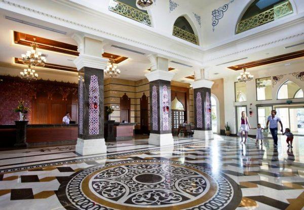 Отель Гюрал Премьер Текирова сделан в восточном стиле