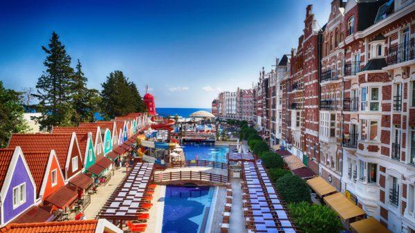 Оранжкаунти - очень активный молодежный отель в центре Кемера