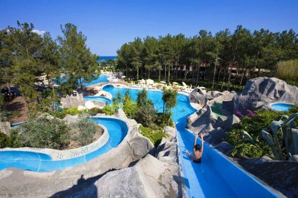 Отель Клуб Зигана находится в парковой зоне, имеет свой аквапарк