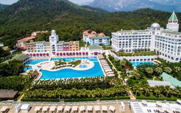Вид на отель Амара Дольче Вита