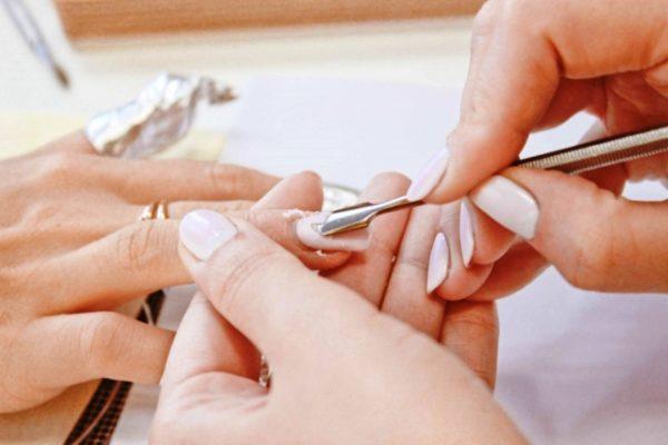 Снятие гель-лака не должно причинять вред ногтю