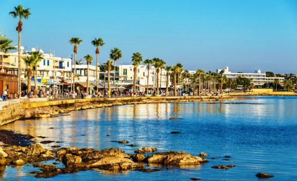 Даже в зимний период температура воды на острове Кипр не опускается ниже 17-18 градусов
