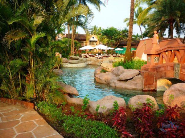 Множество искусственных водоемов - отличительная деталь одного из лучших отелей Park Hyatt Goa Resort & Spa 5*
