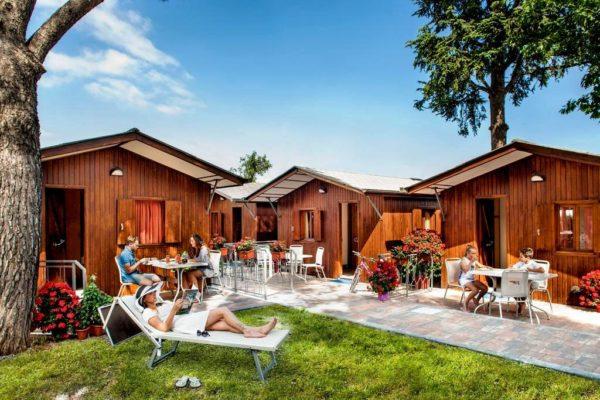 Многие предпочитают недорогой отдых в кемпинг-отелях
