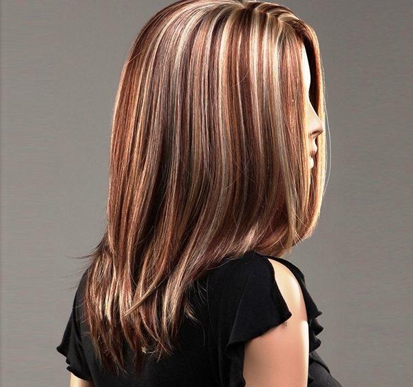 Мелировка карамельным цветом тоже отлично выглядит в сочетании с обычным цветом кожи