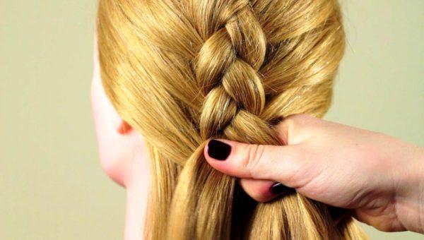 Прическа перевернутая французская коса