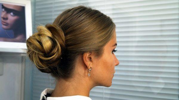 Правильная техника позволит вам собрать волосы в красивый пучок
