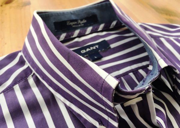 В коллекции бренда вы найдете рубашки как с длинным, так с коротким рукавом, с нагрудными кармашками и без, но обязательно с воротником button down, с петличкой и складкой на спине