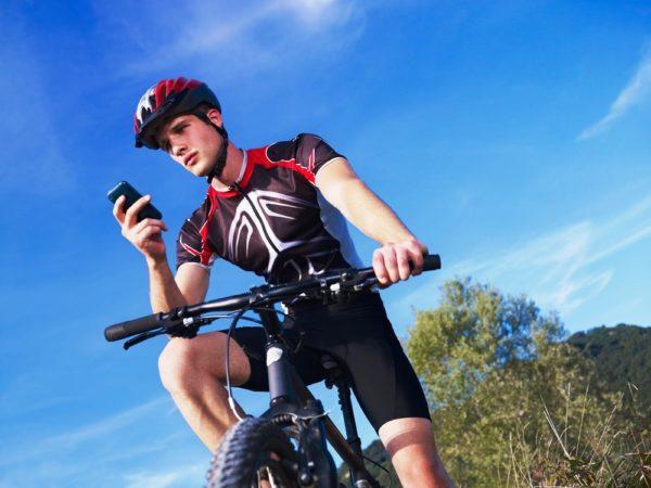 Этот вид спортивных шортов плотно облегает кожу до колена, частично предохраняет от возможных ударов