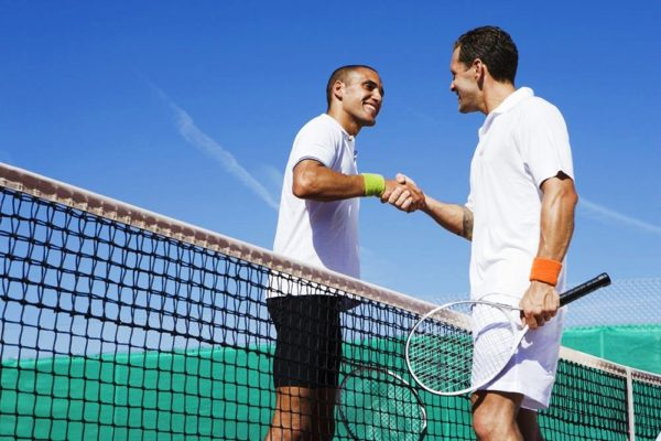 А без стильных спортивных шорт на теннисном корте не обойтись!