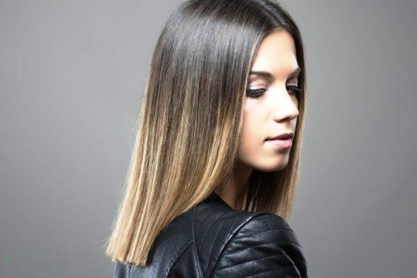 Очень красиво и интересно смотрится омбре на прямых волосах средней длины