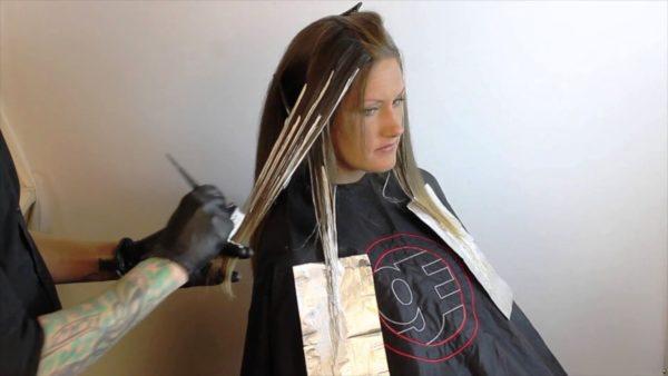 Процедуру окрашивания волос по технике балаяж лучше проводить у профессионалов