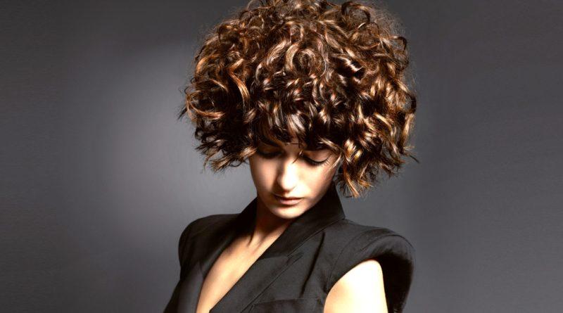 В чем преимущества карвинга на средние и короткие волосы 5