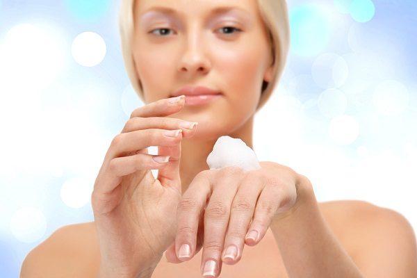 Сухость кожи рук: причины и лечение