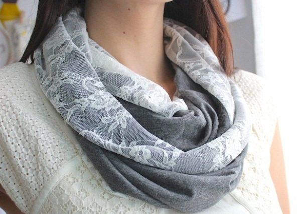 Завязать платок на шею в виде змейки