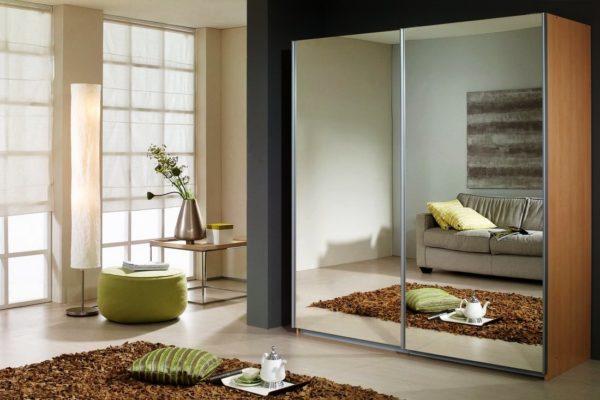 Зеркальный шкаф-купе - неотъемлемая деталь современного интерьера