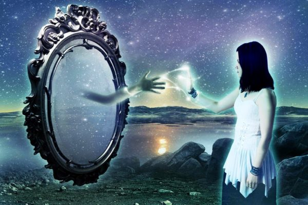 Зеркало - таинственный и загадочный предмет , находящийся в каждом доме
