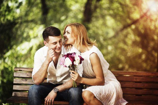 Каждый мужчина хочет знать, почему женщина выбрала именно его, хочет получить подтверждение, что он любим, что он особенный. Но мужчина не умеет (да и не должен) напрашиваться на комплимент — скажи ему об этом сама!