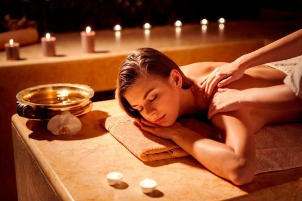 Кроме того, применение эфирных масел в массаже оказывает активное влияние на обменные процессы в организме, что способствует подтяжке кожи и коррекции фигуры