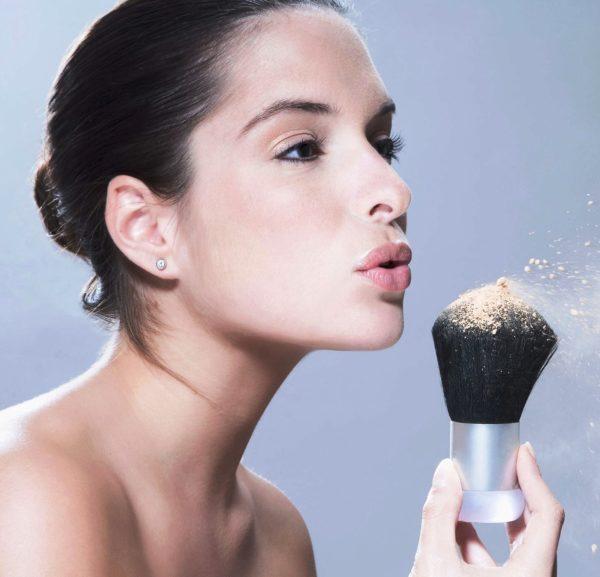 Рассыпчатая пудра для идеального макияжа