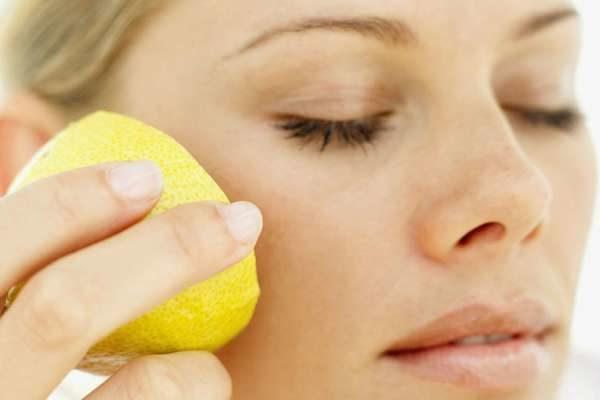 сок лимона от веснушек