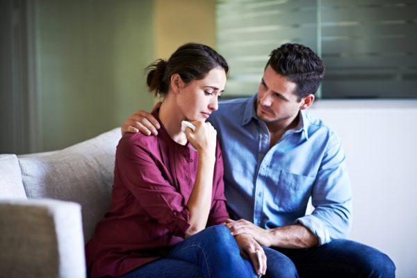 Мужу необходимо в жене поддержать веру в себя и помочь ей преодолеть временные трудности, внушить чувство удовлетворения и спокойствия