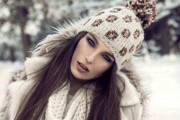 Вязаная шапочка будет только тогда красивым завершением ансамбля, если в ней правильно соблюдены пропорции по отношению к лицу, голове, всему силуэту