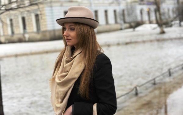 Все больше привлекают женщин шляпы мужского покроя