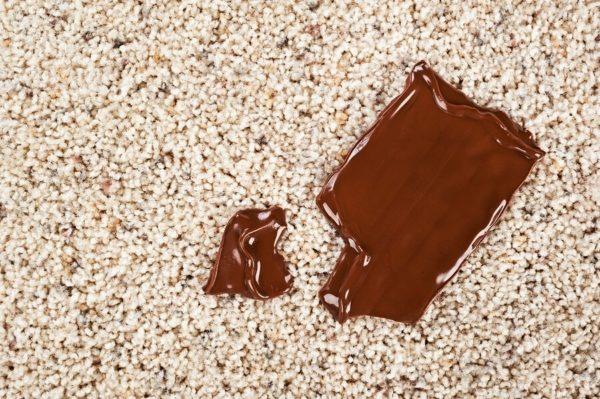 Удаляем пятна от шоколада