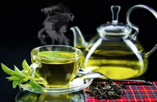 Кроме того, чай способен очищать организм от токсинов, что тоже положительно отражается на кожных тканях